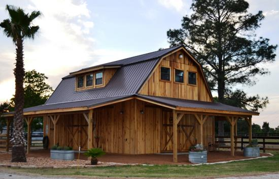 Barns And Buildings Quality Barns And Buildings Horse Barns All Wood Quality Custom Wood Barns Barn Homes Rustic Barn Home Horse Facility Horse Stalls
